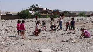 Seyrantepe'de yıkılan okulun bulunduğu alan çocukların oyun alanı oldu.