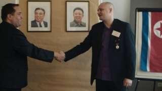 जर्मनी में हुई केएफ़ए की एक बैठक में हाथ मिलाते बेनोस और लार्सन