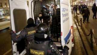 Russian police detain protesters in St Petersburg. Photo: 2 February 2021