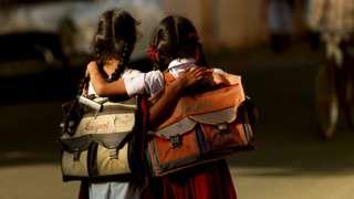 தமிழக மாணவர்களுக்கு புத்தக சுமை இனி இல்லை, வருகிறது கையடக்க கூட்டணி