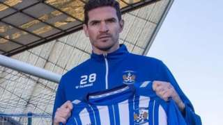 Kyle Lafferty signs for Kilmarnock