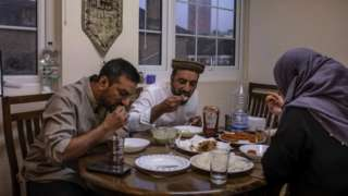 People taking iftar in their home