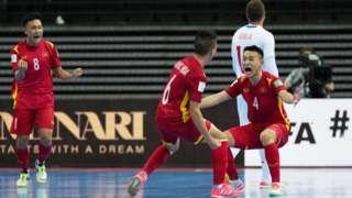 Đội VN ăn mừng bàn thắng đầu tiên vào lưới CH Czech