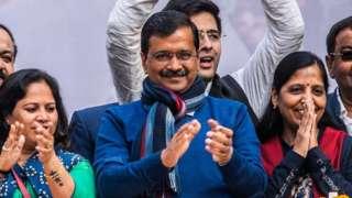 அரவிந்த் கேஜ்ரிவால்: இன்னும் சற்று நேரத்தில் டெல்லி முதல்வராக பதவி ஏற்கிறார்