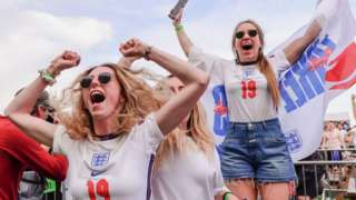 Фанатки сборной Англии