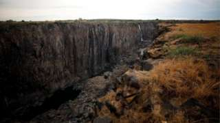 Cataratas Vitória em um de seus trechos mais secos