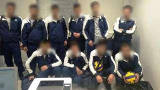 경찰은 22일 이들이 배구공과 유니폼 등을 갖춰 입고 그리스 공항을 통해 스위스로 출국을 시도했다고 밝혔다