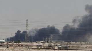A fumaça preta é vista após ataque nas instalações da Aramco, na cidade de Abqaiq