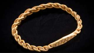 Gold arm-ring