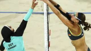 Doaa Elghobashy of Egypt and Kira Walkenhorst of Germany competing at Rio 2016