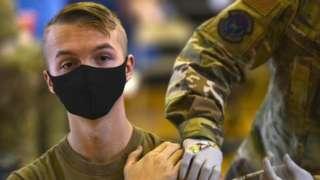 Covid aşısı yapılan bir ABD askeri