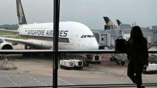 싱가포르는 코론나19로 인해 비즈니스 및 항공 허브로서 위상에 타격을 받았다