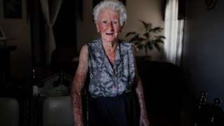 Armelinda Canton tem 95 anos e pedeu a memória
