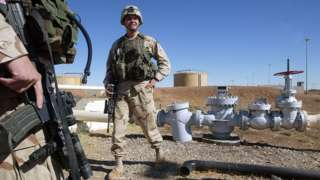 Soldados estadounidenses en un campo petrolero sirio.