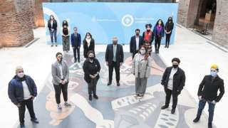 """President Alberto Fernández together with other authorities and members of social organizations, posing forming an """"X"""","""