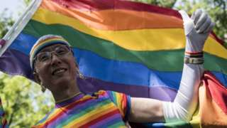 이번 사건은 게이 인권 운동가들의 주목을 받았다