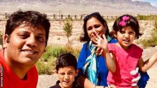 உலகக் கோப்பை கிரிக்கெட்: '1 கண்டங்கள், 17 நாடுகள், 14 ஆயிரம் மைல்கள்' சிங்கப்பூர் டூ இங்கிலாந்து காரில் பயணம் செய்த குடும்பத்தின் கதை