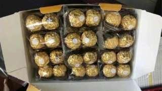 這名宿舍管理員打算在感恩節向學生們贈送巧克力糖果。