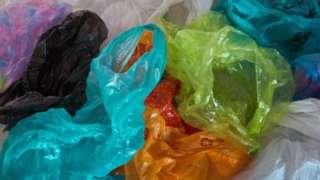 Takataka za plastiki zisizoweza kuchakatwa tena ambazo ni hatari za mazingira