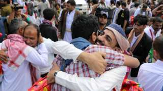 Yemeni detainees hug relatives after being released by the rebel Houthi movement in Sanaa (30 September 2019)