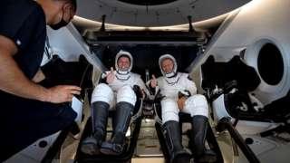 नासा का स्पेसएक्सड्रैगन कैप्सूल
