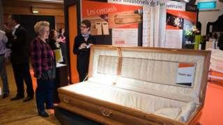 ما سر ازدهار شركات دفن الموتى بفرنسا؟