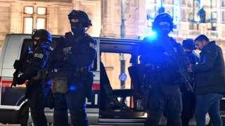 Полиция в Вене 2 ноября, 2020