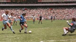 Diego Maradona'nın 1986 Dünya Kupası'nda İngiltere'ye karşı attığı ikinci gol, tüm zamanların en iyilerinden biri olarak kabul ediliyor.
