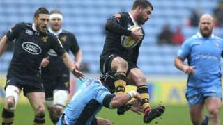 Wasps' Willie Le Roux attempts to evade an Ofisa Treviranus in their home win over bottom club London Irish at the Ricoh Arena