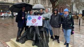 Protest at charles Dickens statur