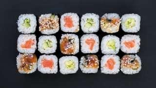 초밥 체인점 아킨도 스시로는 '연어'가 포함된 이름을 가진 이들에게 무료 스시를 제공했다
