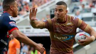 Huddersfield Giants Darnell McIntosh runs in to score