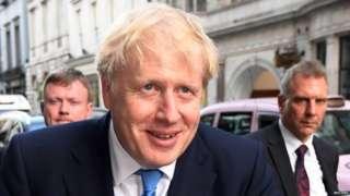 Boris Johnson daandii guddicha giddu galeessa magaalaa Landan jiru 'Downing Street' irra kabajaan imaluuf jiru