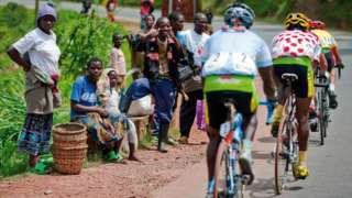 Spectators cheer on cyclists during the 2009 Tour of Rwanda
