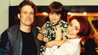 Gwenfair gefn llwyfan gyda Geraint Griffiths a Nia Ceidiog