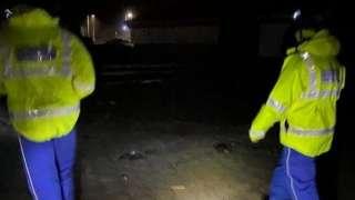 Gwasanaethau brys ym Mae Caswel nos Fawrth
