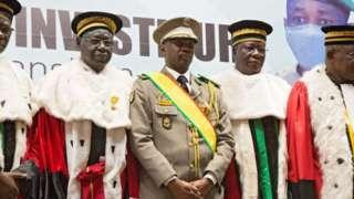 Assimi Goïta with di kontri Supreme Court Justices for im Swear in