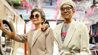 Chang Wan-ji and Hsu Hsiu-e in suits in their laundrette