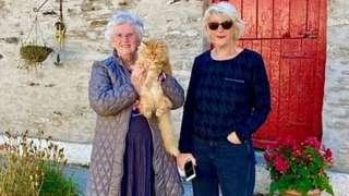 Lili Thomas a Linda Davies