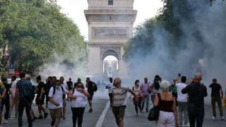 Fransa'da göstericilere polis müdahale etti