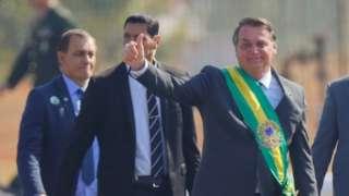Bolsonaro acena a poiadores