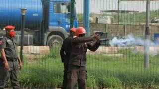 Police dey shoot teargas