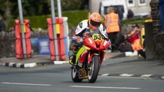 Rodger Wibberly racing in the Senior Manx GP