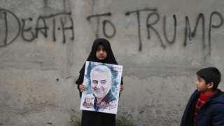 """Kasım Süleymani'nin öldürülmesinden sonra İran sokaklarına """"Trump'a Ölüm"""" sloganları yazıldı"""