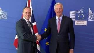 Dominic Raab (l) and Michel Barnier