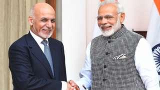 दिल्ली के हैदराबाद हाउस में अफ़ग़ान राष्ट्रपति अशरफ़ ग़नी प्रधानमंत्री नरेंद्र मोदी के साथ (फ़ाइल फ़ोटो)