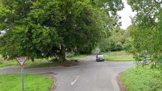 Sarum Road / Woodman Lane crossroads