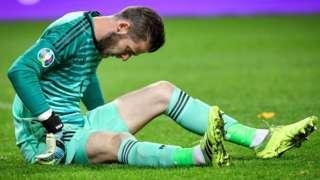 David de Gea sits down injured