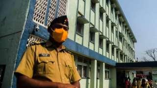 Policeman outside Bhandara hospital