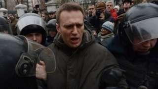 Навальний рухсат берилмаган намойишларда кўп марта ҳибсга олинган